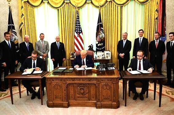 Signer des moments à la Maison Blanche, hier soir // Photo: AFP