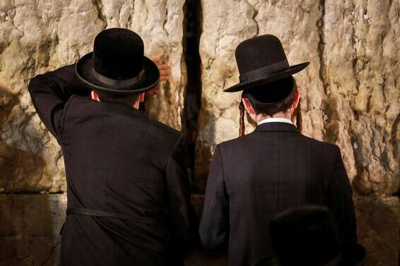 Haredim at the Western Wall, in Jerusalem, about two weeks ago (photographers have nothing to do with the news) // Photo: Oren Ben Hakon