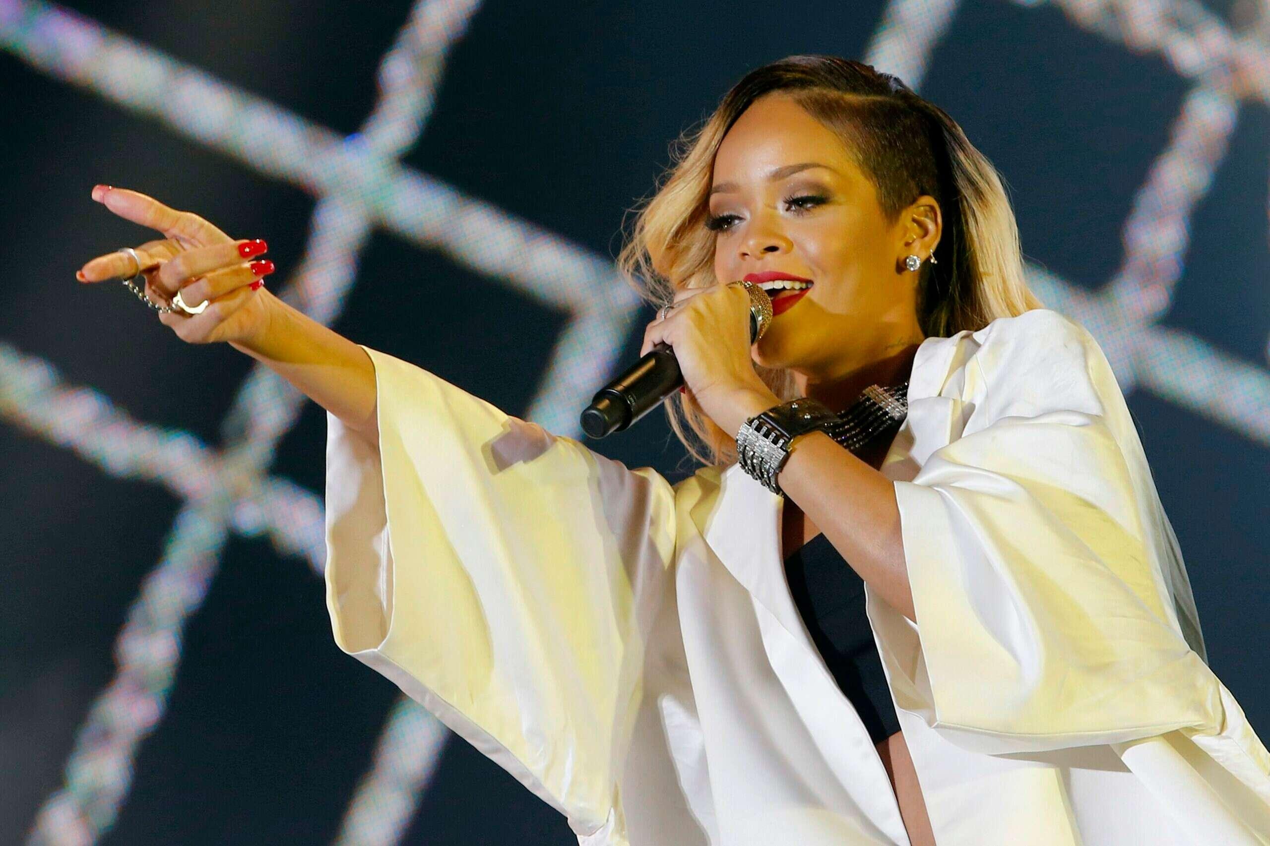 ריהאנה הזמינה את חבריה הסלבס לתצוגה, וזה מה שהם לבשו