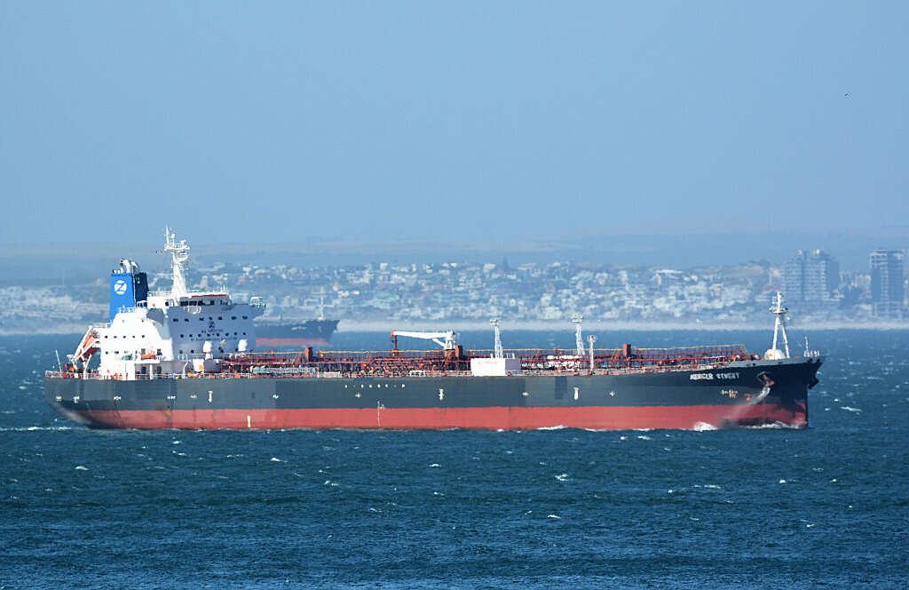 """""""הים הפך למסוכן לשיט ישראלי"""": כך דיווחו על תקיפת הספינה באיראן"""