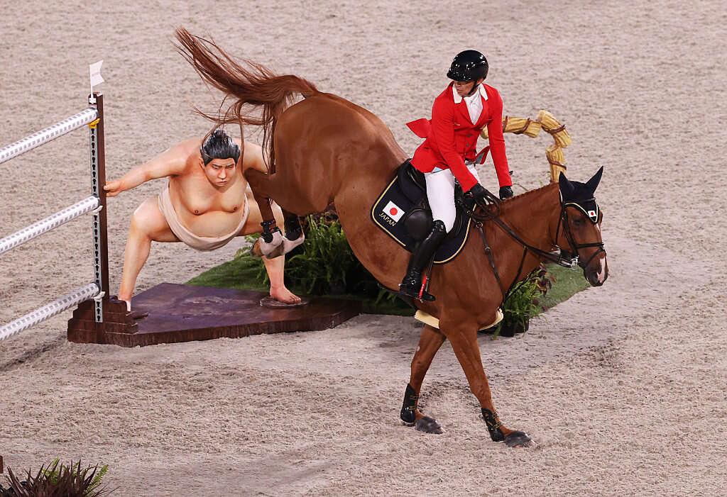 """""""כאילו הוא מוכן לקרב"""": קבלו את אימת הסוסים בטוקיו 2020"""