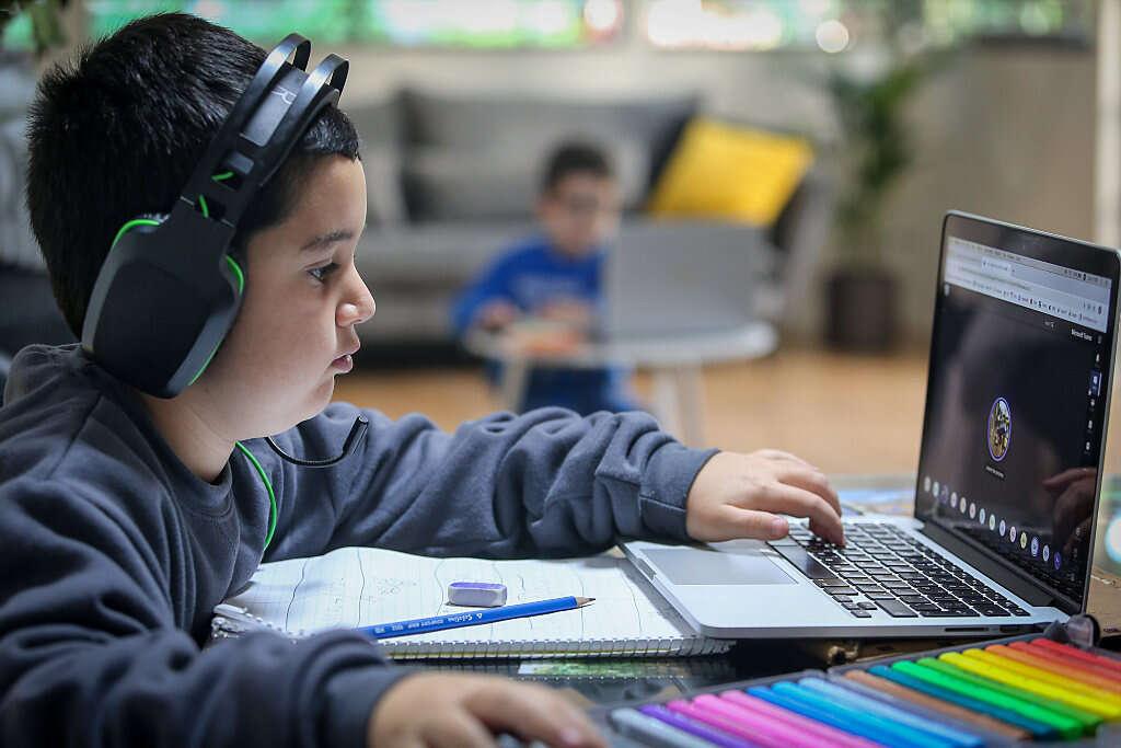 """הדו""""חות מגלים: בתי הספר לא מכינים לחיים"""