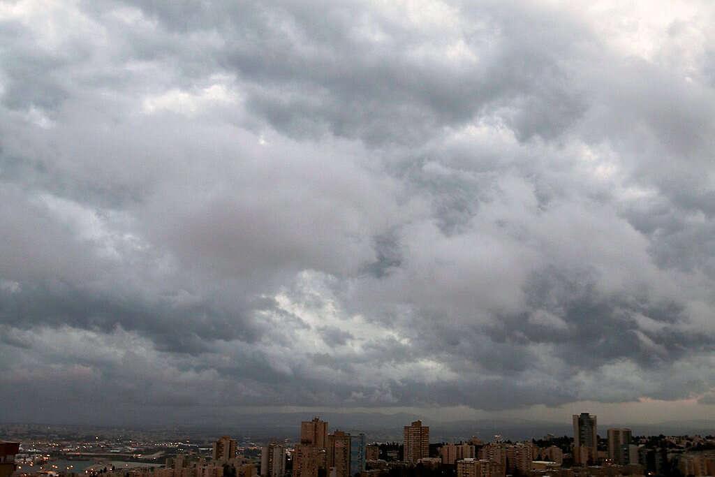 התחזית: גשמים מקומיים וירידה בטמפרטורות