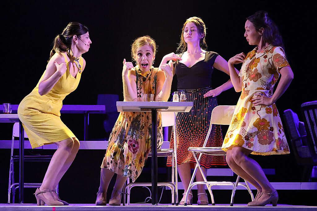 נשים על הבמה