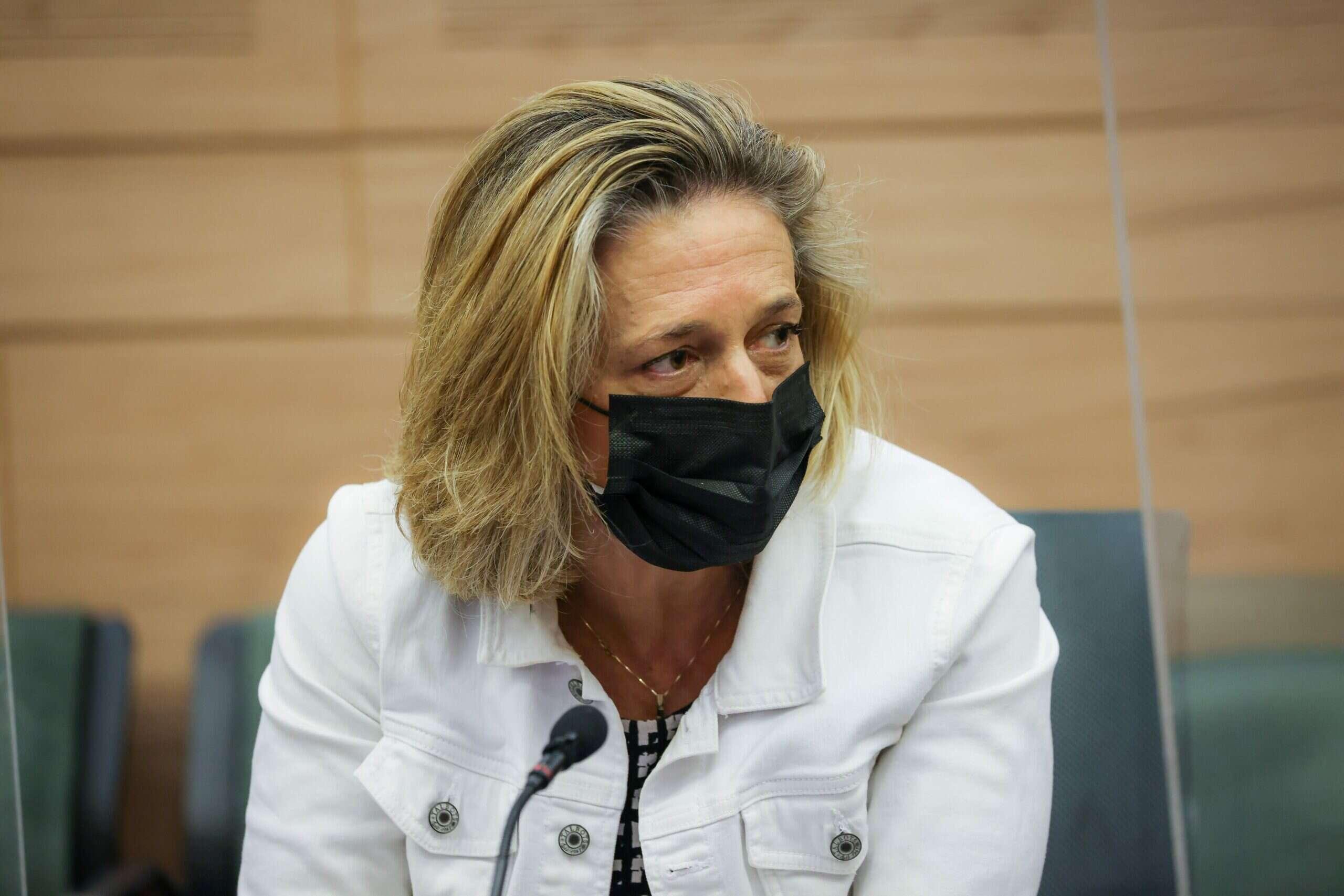 """תלונה הוגשה בעקבות האיומים על ד""""ר אלרעי פרייס, בעלה נגד המשטרה: """"חייבים לפעול"""""""